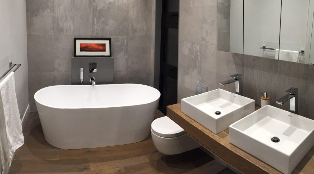 Small bathroom ideas to make the space appear larger